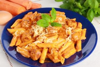 pulpeciki-z-makaronem-w-sosie-pomidorowym