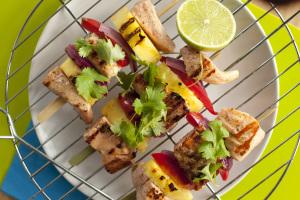 Łosoś opiekany na grillu z ananasem i papryką 6