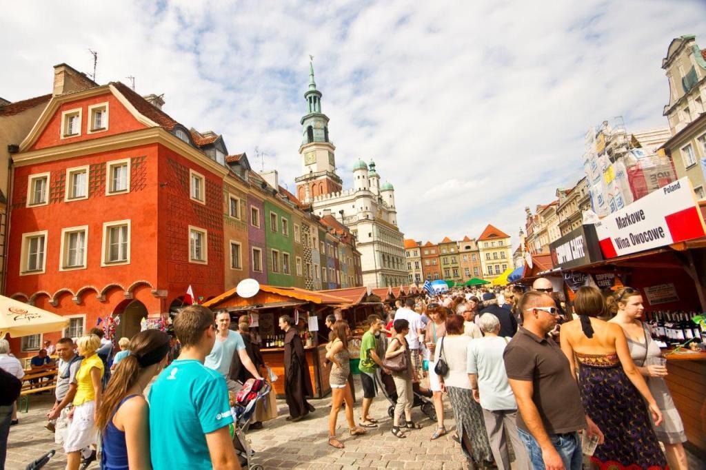 chleby, sery, wina, kawy, wędliny i wiele innych smakowitości znaleźć można podczas festiwalu na poznańskim Starym Rynku — kopia