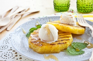 grillowany-ananas-z-lodami