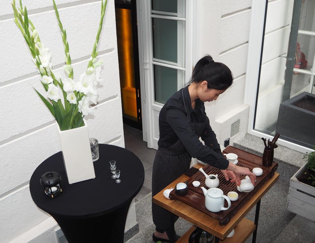 Ceremonia parzenia herbaty. FOODANDKITCHEN